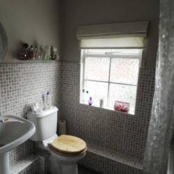 13 Besford square bathroom
