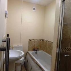 Flat 3 62 Abbey Foregate Bathroom