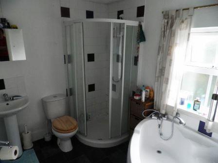 bathroom (640x480)